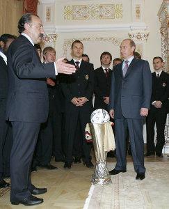 Владимир Путин (справа) и Валерий Газзаев (слева)